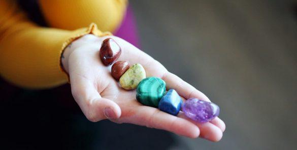 pierres semi précieuses pour les 7 chakras